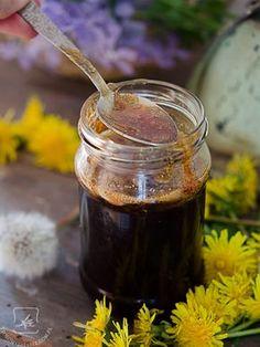 Dzień dobry, Pamiętacie kiedy mówiłam Wam o właściwościach mniszka lekarskiego? Dzisiaj chciałam Wam pokazać kolejną, po winie, rzecz którą można zrobić z jego kwiatów – syrop z mniszka zwany… Healthy Life, Healthy Living, Healthy Drinks, Healthy Recipes, Polish Recipes, Chocolate Fondue, Preserves, Health And Beauty, Herbalism