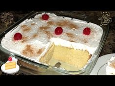 COMO HACER UN PASTEL TRES LECHES TRADICIONAL! QUE RICO Y FACIL! - YouTube Tres Leches Cake Recipe Authentic, Healthy Desserts, Easy Desserts, Flan, Pistachio Pudding Cake, Sweet Recipes, Cake Recipes, Spanish Desserts, Yummy Cakes