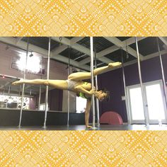 Thanks @oksana_karamelina this was solo hard! #dollhousepolefitness #bendy #balance #flexibility #hashtags #handstand #handstands #handbalance #like #manassas #NOVA #novalife #northernvirginia #pole #polemove #polemoves #polegoals #polenation #poletricks #poledancersofig #badkittypride #polefitness
