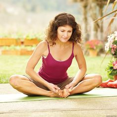 The best poses from Lotus Pose to Reclining Big Toe Pose to find yoga relief for tingling or pain in your leg caused by sciatica. Seated Yoga Poses, Yoga During Pregnancy, Yoga For Sciatica, Sciatica Pain, Yoga Nature, Hip Opening Yoga, Bend Yoga, Yoga Posen, Prenatal Yoga