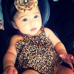 She kinda look like my niece!! ( cute baby )