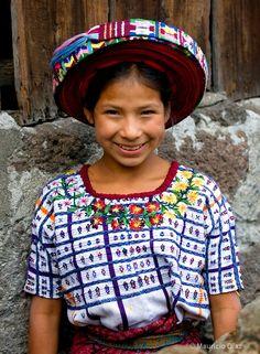 Tres patrimonios guatemaltecos: el tejido, el tocoyal y la gente de Guatemala.