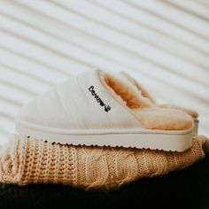 Whether you are on-the-go or just staying in, this is the perfect slipper for you ☁️🤍 Shop Puffy Slipper: bearpaw.com/ #BearpawShoes #LiveLifeComfortably