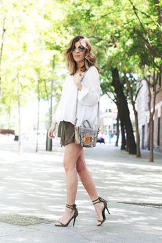 Ester Bellón, blogger del sitio Mi Armario En Ruinas lució espectacular con las sandalias María ante kaki de MAS34.  http://www.miarmarioenruinas.com/olive-2/