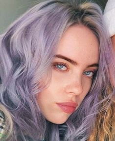 Billie Eilish, Chon Mendes, Famous Girls, Celebs, Celebrities, Book Photography, Girls In Love, Nicki Minaj, Cool Girl