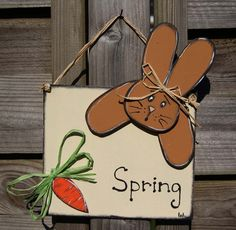 Bunny and the carrot for Spring - Door hanger with bunny for Spring de la boutique LULdesign sur Etsy