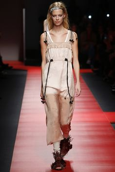 No. 21 Spring 2016 Ready-to-Wear Fashion Show - Lexi Boling