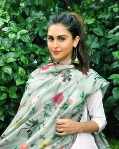 Krystle Dsouza in Payal Singh botanical printed dupatta Casual Indian Fashion, Indian Fashion Trends, Indian Attire, Indian Ethnic Wear, Indian Wedding Outfits, Indian Outfits, Pakistani Dresses, Indian Dresses, Krystal Dsouza