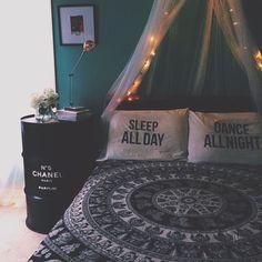 Image via We Heart It https://weheartit.com/entry/168475982 #beautiful #bed #bedroom #black #chanel #decor #diy #fashion #green #house #ideas #mosaico #room #tumblr #vintage #diyroom