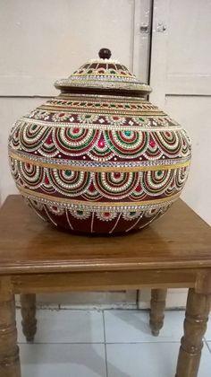 Kalash Decoration, Thali Decoration Ideas, Diy Diwali Decorations, Indian Wedding Decorations, Coconut Decoration, Acrylic Rangoli, Birthday Room Decorations, Indian Arts And Crafts, Pottery Painting Designs