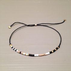 Braccialetto di seta perline braccialetto delicato piccoli stratificazione di ToccoDiLustro su Etsy https://www.etsy.com/it/listing/277342370/braccialetto-di-seta-perline