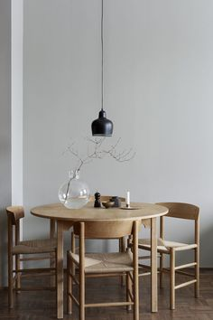 Get inspired by these dining room decor ideas! From dining room furniture ideas, dining room lighting inspirations and the best dining room decor inspirations, you'll find everything here! Dining Room Inspiration, Interior Inspiration, Design Inspiration, Room Interior, Interior Modern, Apartment Interior, Danish Interior Design, Home Modern, Interior Livingroom