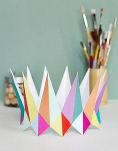 colorful modern crown - DIY paper printable birthday crown for birthday parties - party hats, party hat design, party hat crafts, party hat diy, floral party hat Diy Birthday Crown, Birthday Crowns, Crafts For Teens, Diy And Crafts, Crown For Kids, Crown Party, Paper Crowns, Diy Crown, Diy Papier