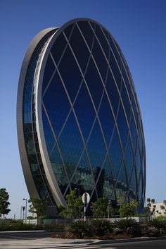 Aldar HQs. Interesting to learn from the architect speaking on National Geographic Megastructures that he was inspired by a sea shell. Wow!
