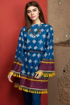 Stitching Styles 2018 for Pakistani Dresses for Ladies Simple Pakistani Dresses, Pakistani Fashion Casual, Pakistani Dress Design, Pakistani Outfits, Eid Outfits, Stylish Dress Designs, Designs For Dresses, Stylish Dresses, Casual Dresses