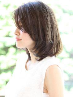 ナチュラルロブ Short Hair With Layers, Layered Hair, Short Hair Cuts, Travel Hairstyles, Cool Hairstyles, Oval Haircut, Medium Hair Styles, Short Hair Styles, Korean Short Hair