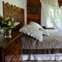 Huomenta! Sänky on jo pedattu ja blogi päivitetty - makuuhuoneen sisustusideoita meidän mökin makkareista. Mukana uudet ihanat hankinnat. #makuuhuone #makuuhuoneensisustus #perkaalipuuvilla #untuva