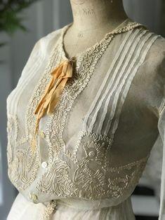 Antique Clothing, Edwardian Clothing, Edwardian Style, Soutache Pattern, Historical Costume, Historical Art, Victorian Blouse, Vintage Fashion, Vintage Beauty