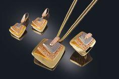 Il Gioiello il gioiello creazioni Gold Jewelry Simple, Cute Jewelry, Jewelry Sets, Wedding Jewelry, Gold Earrings Designs, Gold Jewellery Design, Necklace Designs, Jewelry Patterns, Jewelry Collection