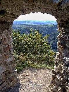 Slovensko - malá, veľká krajina: Západné Slovensko, Čachtický hrad, Slovakia travel