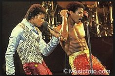 Michael and Jackie Jackson during the Triumph tour. Michael Jackson 1980, Jackie Jackson, The Jackson Five, Michael Jackson Neverland, Photos Of Michael Jackson, Mike Jackson, Jackson Family, 70s Cartoons, Jermaine Jackson