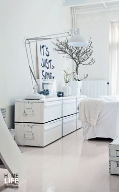 Styling Paulina Arcklin:: White on white on white = fresh!