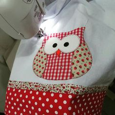 Coruja Owl Patterns, Applique Patterns, Applique Quilts, Applique Designs, Quilt Patterns, Quilting Projects, Sewing Projects, Quilted Potholders, Owl Fabric