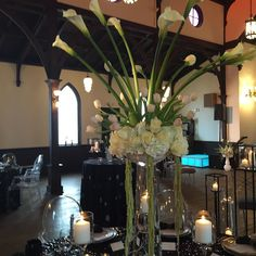Chic modern theme at All Saint chapel #bloomworksraleigh #floral#weddings #cateringworks