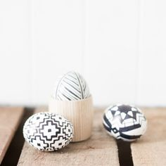 This easy tutorial will have your easter eggs looking minimal cool in no time!