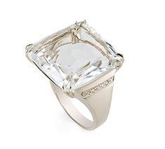Anel de Ouro Nobre 18K com cristal de rocha e diamantes - Coleção Rua das Pedras Link:http://www.hstern.com.br/joias/p-produto/A1CR163847/anel/rua-das-pedras/anel-de-ouro-nobre-18k-com-cristal-de-rocha-e-diamantes---colecao-rua-das-pedras