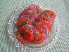 Tomaatti-Sipulisalaatti - Kotikokki.net - reseptit Stuffed Peppers, Vegetables, Food, Stuffed Pepper, Essen, Vegetable Recipes, Meals, Yemek, Stuffed Sweet Peppers
