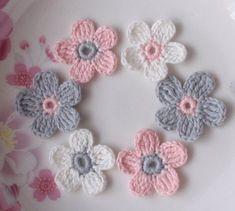 6 Crochet Flowers In inches от YHcrochet на Etsy Beginner Crochet Tutorial, Crochet Flower Tutorial, Crochet Flower Patterns, Crochet Motifs, Crochet Stitches, Knit Crochet, Crochet Small Flower, Crochet Flowers, Flower Colouring In