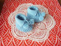 Pletené bačkorky pro miminka Crochet Hats, Ornaments, Knitting Hats, Christmas Decorations, Ornament, Decor