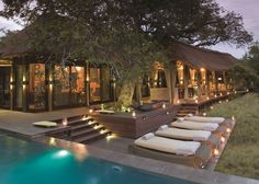 Luxury &Beyond Homestead Lodge in the Phinda Private Game Reserve, Kwazulu-Natal - perfect for great African safari holidays with family and friends. Tanzania, Piscina Do Hotel, Game Reserve South Africa, Private Safari, Massage Place, Massage Room, Game Lodge, Kwazulu Natal, Hotel Pool