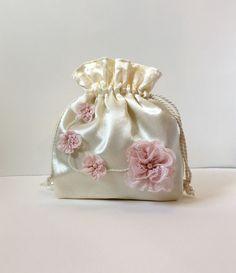 Ivory satin drawstring pouch, hand made bag, bridal bag, evening bag, bridesmaids bag, mother of bride bag, flower girl bag, wedding bag by Pezala on Etsy Diy Bags Easy, Simple Bags, Bridesmaid Bags, Bridesmaids, Potli Bags, Pouch Pattern, Wedding Purse, Diy Purse, Boho Bags