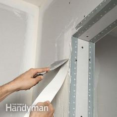 Drywall Taping Tips The Family Handyman Awesome home ideas design Do It Yourself Jewelry, Do It Yourself Home, Do It Yourself Organization, Home Organization, Panneau Mural Tv, Diy Projects To Try, Home Projects, Home Fix, Diy Décoration