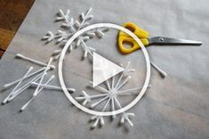 23 Clever DIY Christmas Decoration Ideas By Crafty Panda Large Christmas Baubles, Diy Christmas Ornaments, Christmas Decorations To Make, Diy Christmas Gifts, Diy Crafts Videos, Diy Crafts To Sell, Diy Crafts For Kids, Home Crafts, Diy Projects For Teens