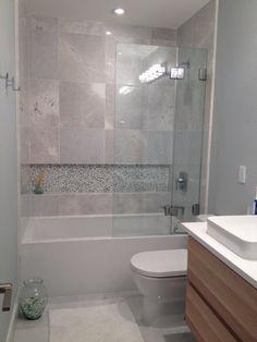 Brilliant Small Bathroom Remodel Ideas With Tub Shower Combo Guest Bathroom Remodel, Shower Remodel, Bath Remodel, Bathroom Renovations, Bathroom Design Small, Bathroom Interior Design, Modern Bathroom, Bathroom Tub Shower, Condo Bathroom
