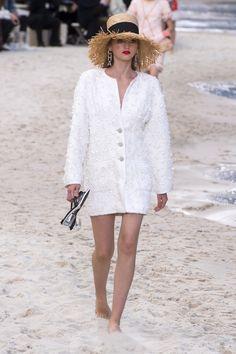 268 meilleures images du tableau blanc d été en 2019   Haute couture ... 551c9ff7407