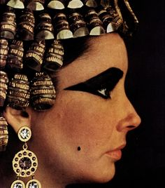 Elizabeth Taylor Cleopatra (1963) by Joseph L. Mankiewicz and costumes by Renié.