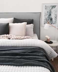 13 Cool Gray Bedroom Ideas to Your Bedroom - Bedroom Design Tumblr Room Decor, Tumblr Rooms, Apartment Decorating On A Budget, Interior Decorating, Decorating Ideas, Decor Ideas, Decorating Websites, Home Decor Bedroom, Master Bedroom