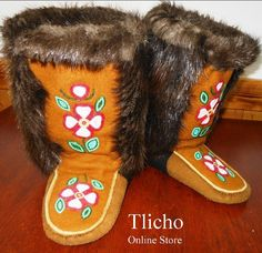 Beaver Moccasin Mukluks from the Norman Wells Historical Society Crafts Store now on the Tlicho Online Store. $500.00 South American Art, Native American Art, American Indians, Beaded Moccasins, Nativity Crafts, Native Beadwork, Sewing Leather, Indigenous Art, Beading Projects