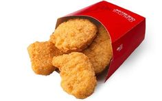Fresh fast food chicken nuggets like our Chicken Nuggets from Wendy's. Check out our other grilled chicken or crispy chicken or spicy chicken varieties. Food To Go, Good Food, Food And Drink, Yummy Food, Healthy Food, Wendys Chicken Nuggets, Dog Food Recipes, Chicken Recipes, My Favorite Food