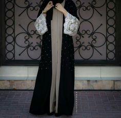 Saw this on www.annahariri.com. A very beautiful and elegant abaya.