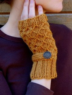 https://flic.kr/p/9gHRsx | Honeycomb Fingerless Mittens | A pair of my honeycomb fingerless in a new color with little antique-looking rosette buttons!