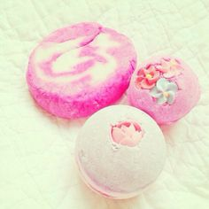 Currently Obsessed Over... LUSH Bath Bombs | Norajuku.com
