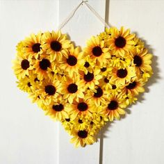 Gorgeous Spring Wedding Ideas to Get Inspired By – DIY Paper Sunflowers Sunflower Room, Sunflower Party, Sunflower Baby Showers, Sunflower Wreaths, Sunflower Birthday Parties, Home Crafts, Diy And Crafts, Paper Sunflowers, Burlap Flowers