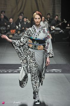 FASHION JAPAN: JOTARO SAITO A/W 2014 (Japan Fashion Week) Oriental Fashion, Ethnic Fashion, Kimono Fashion, Geisha, Japanese Outfits, Japanese Clothing, Japanese Fashion Designers, Traditional Japanese Kimono, Modern Kimono