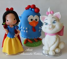 inspiration: sleeping beauty, cat and the chick :) Fondant Figures Tutorial, Cake Topper Tutorial, Fondant Toppers, Crea Fimo, Fimo Clay, Polymer Clay Art, Fondant Flower Cake, Fondant Cakes, Cupcake Cakes