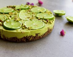 Raw Lime Tart with Cacao base (vegan, dairy/gluten refined sugar free) Raw Desserts, Healthy Desserts, Raw Food Recipes, Cooking Recipes, Raw Cake, Vegan Cake, Roh Vegan, Lime Cheesecake, Healthy Cheesecake